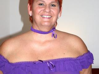 in lila Dessous. Diese gebrauchten Dessous kannst du kaufen. Mail genügt. --------------------------------------------------------------------------------------- in purple lingerie. These you can buy used underwear. Mail will suffice.