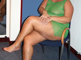 in grünen Dessous und mit nackter grosser Oberweite. Teil 1., Diese gebrauchten Dessous kannst du kaufen. Mail genügt. -------------------------------------------------- in green lingerie and naked with big breasts. Part 1, you can buy these second-hand underwear. Mail will suffice.