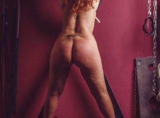 In dieser Galerie siehst du Fotos von einem BDSM Shoot.