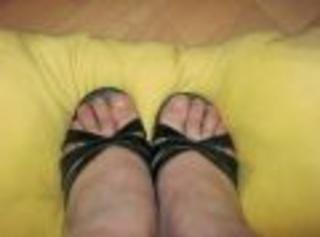 Hier ein paar Bilder meiner Titten und meiner Füße in hohen Schuhen