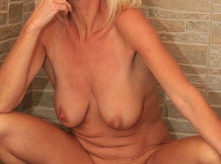 Sehr heiße Bilder in neuer Aufnahmetechnik. Extrem Hochauflösende Erotikbilder mit sehr geilen Einblicken und Nahaufnahmen. Die Bilder entstanden bei einem Shooting in Dänemark....