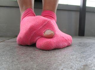 Schau dir hier meine hübschen, bekleideten Füßchen an