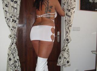 Sexy Bilder von mir in meinem neuen weißen Kleid und Lack Overknees komm und schau sie dir an !!!