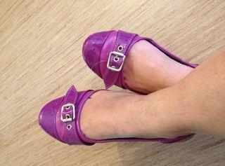 Hier könnt ihr Fotos meiner kleinen süßen Füße in sexy Pumps, High-Heels und Ballerinas käuflich erwerben ;-)