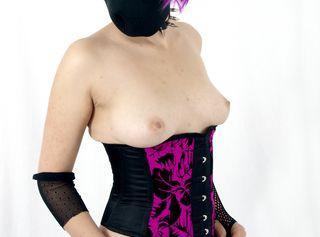 Ich bin eine ausgeflippte Gothicbraut mit Hang zum Außergewöhnlichen :) Du Stehst auf Mädels in Korsetts, Strumpfhosen und Gothic-Outfits? Findest Fetish, Bdsm, Bondage und alles, was irgendwie bizarr und außergewönlich ist geil? Dann bist du bei mir genau richtig!