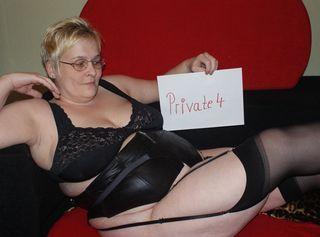 Mein Name ist Nicole, rund und gesund . Mache gerne Foto/Video, vielleicht auch mit Dir.  Ich bin eigentlich eine sehr offene Person und ich mag Sex mit Männern und Frauen.  Wenn fragen sind, dann fragt mich doch einfach, ich beiße nicht; im Gegenteil Bitte Video Bewerten nicht vergessen!