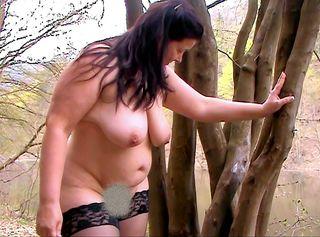 """Vorschaubild vom Privatporno mit dem Titel """"geiler Frühling - Strippen Fingern Pinkeln am See"""""""