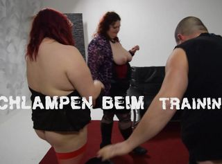 """Vorschaubild vom Privatporno mit dem Titel """"2 Schlampen beim Training"""""""