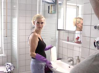 """Vorschaubild vom Privatporno mit dem Titel """"Die """"Putz-Schlampe"""" – Wenigstens ficken kann sie!"""""""