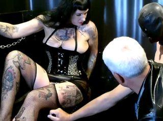 """Vorschaubild vom Privatporno mit dem Titel """"Billige Nutte Teil 5 – Hart in den Arsch und POV angepisst"""""""