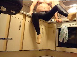 """Vorschaubild vom Privatporno mit dem Titel """"Anprobe meiner neuen Leggings 1 ** DWT Spaß **"""""""