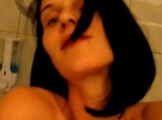"""Vorschaubild vom Privatporno mit dem Titel """"* Hotel - Duschen - Piss *"""""""