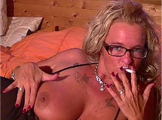 """Vorschaubild vom Privatporno mit dem Titel """"Rauchfetisch der Sonderklasse"""""""