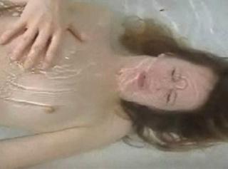 """Vorschaubild vom Privatporno mit dem Titel """"Dildo unter Wasser"""""""