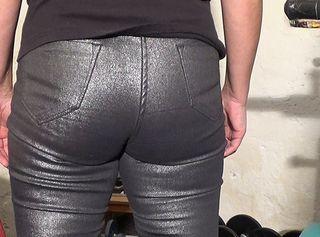 """Vorschaubild vom Privatporno mit dem Titel """"enge Silberjeans"""""""