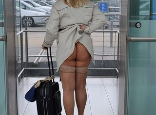 """Vorschaubild vom Privatporno mit dem Titel """"Nackt am Flughafen"""""""