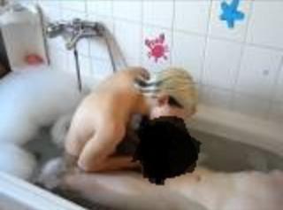 """Vorschaubild vom Privatporno mit dem Titel """"geil geblasen in der badewanne"""""""