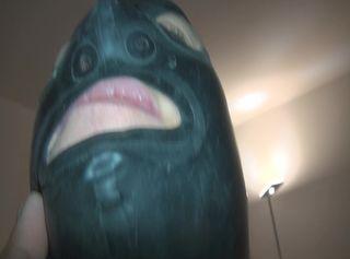 """Vorschaubild vom Privatporno mit dem Titel """"Geiles Latex Blas maul gibt sich richtig Mühe geile dicke Euter in Latex"""""""