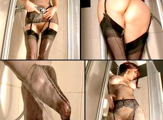 """Vorschaubild vom Privatporno mit dem Titel """"Beim Duschen gefingert in heißen Nylons"""""""