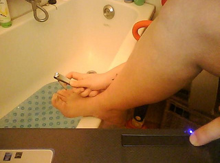 """Vorschaubild vom Privatporno mit dem Titel """"Fußnägel geschnitten"""""""