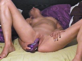 """Vorschaubild vom Privatporno mit dem Titel """"Ein geiler Solofick mit meinem großen lila Spielzeug"""""""