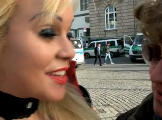"""Vorschaubild vom Privatporno mit dem Titel """"Karneval in Düsseldorf (public)"""""""