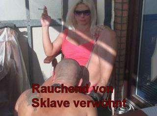 """Vorschaubild vom Privatporno mit dem Titel """"Rauchend von Sklave werwöhnt"""""""