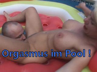 """Vorschaubild vom Privatporno mit dem Titel """"Orgasmus im Pool!"""""""
