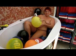 """Vorschaubild vom Privatporno mit dem Titel """"Nacktes Ballonbad..."""""""