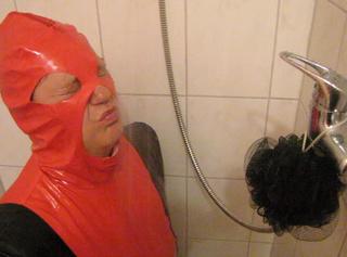 """Vorschaubild vom Privatporno mit dem Titel """"Strafe - Kalte Dusche"""""""