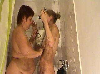 """Vorschaubild vom Privatporno mit dem Titel """"Lesbospiele in der Dusche..."""""""