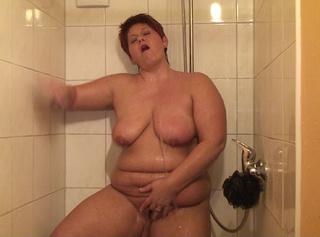 """Vorschaubild vom Privatporno mit dem Titel """"Ich dusche angezogen und strippe"""""""