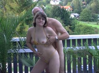 """Vorschaubild vom Privatporno mit dem Titel """"Verführung auf der Terasse"""""""