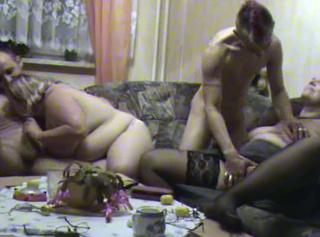 """Vorschaubild vom Privatporno mit dem Titel """"Swingertreffen mit jungem Paar Teil 1"""""""