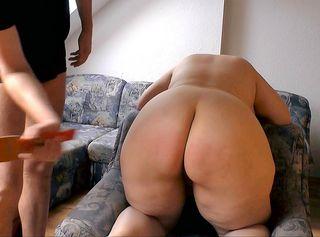 """Vorschaubild vom Privatporno mit dem Titel """"Spanking auf dem Sessel"""""""