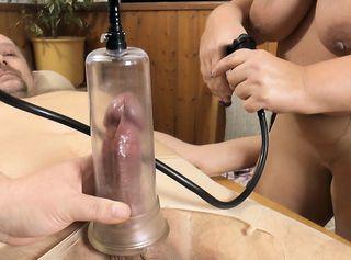"""Vorschaubild vom Privatporno mit dem Titel """"Adventskalender 02 -meinem Mann den Schwanz aufgepumpt"""""""
