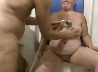 """Vorschaubild vom Privatporno mit dem Titel """"Adventskalender 18 - Freundin duscht mit meinem Mann"""""""