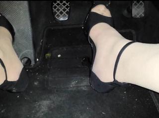 """Vorschaubild vom Privatporno mit dem Titel """"Cindy Devot 01: High Heels im Auto"""""""
