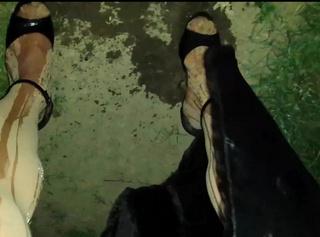 """Vorschaubild vom Privatporno mit dem Titel """"Cindy Devot 09: Nach dem Pissen ins Auto"""""""