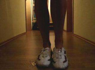 """Vorschaubild vom Privatporno mit dem Titel """"Pissen auf Schuhe"""""""