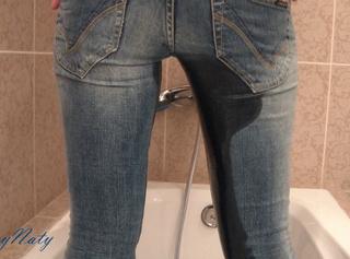 """Vorschaubild vom Privatporno mit dem Titel """"In die Jeans gepisst"""""""