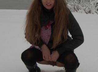 """Vorschaubild vom Privatporno mit dem Titel """"Piss in den Schnee...."""""""