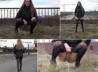 """Vorschaubild vom Privatporno mit dem Titel """"Geile Nutte pisst vor der Kamera:)"""""""