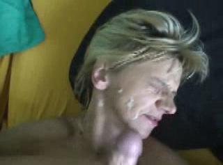 """Vorschaubild vom Privatporno mit dem Titel """"die volle Ladung ins Gesicht spritzen lassen"""""""