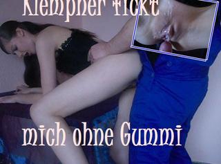 """Vorschaubild vom Privatporno mit dem Titel """"Klempner fickt mich OHNE Gummi!"""""""