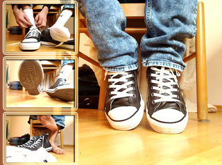 """Vorschaubild vom Privatporno mit dem Titel """"Weisse Socken und Sneakers Striptease"""""""