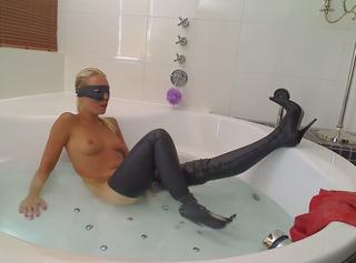 """Vorschaubild vom Privatporno mit dem Titel """"Latex Bath Boots"""""""