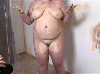 """Vorschaubild vom Privatporno mit dem Titel """"Zwei geile Lesben malern 2"""""""
