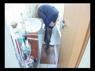 """Vorschaubild vom Privatporno mit dem Titel """"Toilette nach dem pissen gereinigt"""""""