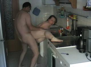 """Vorschaubild vom Privatporno mit dem Titel """"Durch die Küche..."""""""
